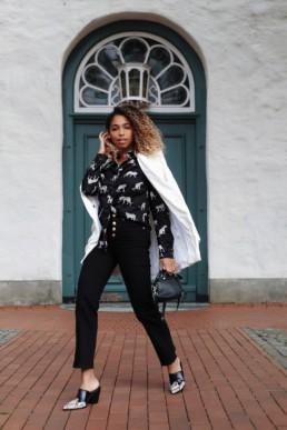 Die schwarze Slim-Fit Bluse von ETERNA mit coolem Leoparden-Print wird das Highlight meiner Look Kombinationen. Von casual bis classy ist alles dabei - three looks, one blouse!